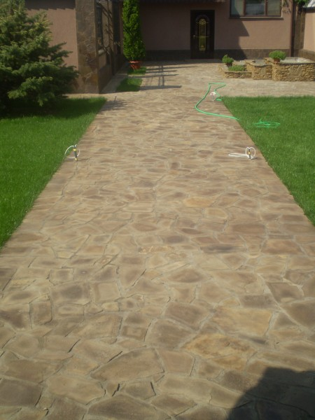Плитка тротуарная из луганского камня плитняка