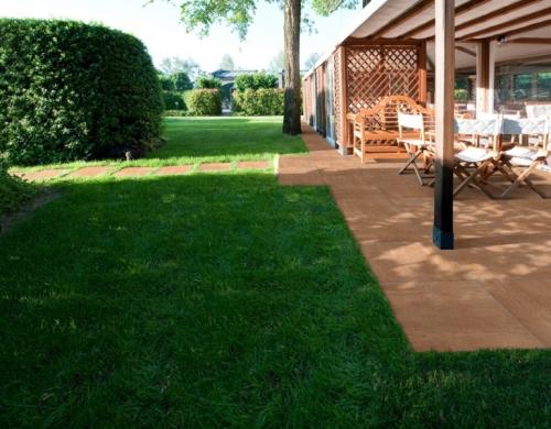 Плитка тротуарная модульная-состоит из опоры из полипропилена и установленной сверху плиты из керамогранита 45x45