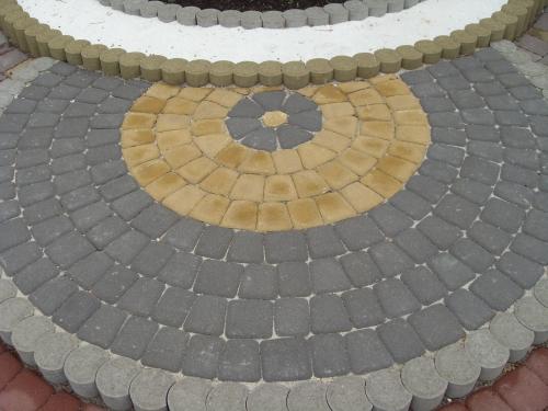 Плитка тротуарная Римский камень. Размеры: ширина 117 мм, длина 117/117; 87/117; 72/102 и 57/87.