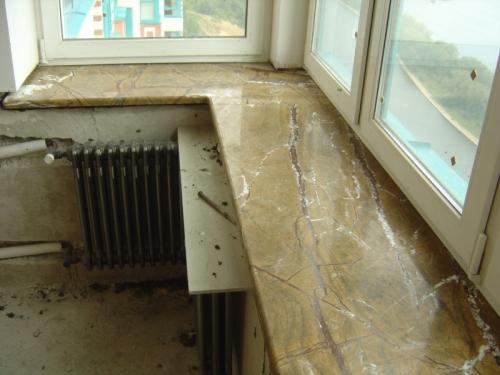 Подоконник мраморный угловой Bidasar. Изготовление и монтаж подоконников из натурального камня (мрамор, гранит.)
