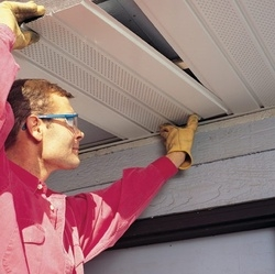 Подшивка карнизных и фронтонных свесов крыши