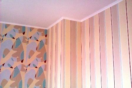 Поклейка обоев на стены и потолок
