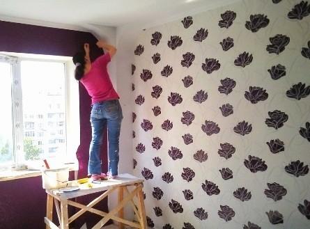Поклейка обоев в Киеве Профессиональная оклейка обоями стен и потолка Беспещанка