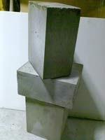 Полистиролбетонные блоки. Имеет хорошую прочность(высокая тепло-звукоизоляция)
