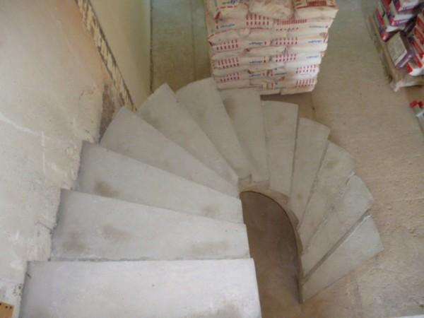 Полувинтовые лестницы и винтовые лестницы из бетона