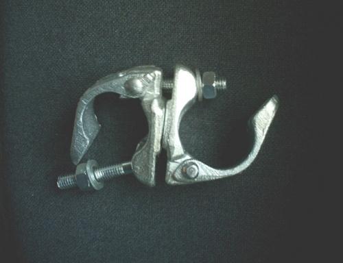Поворотный хомут используют для соединения двух труб 42-48 мм трубо-хомутовых строительных лесов под любым углом.