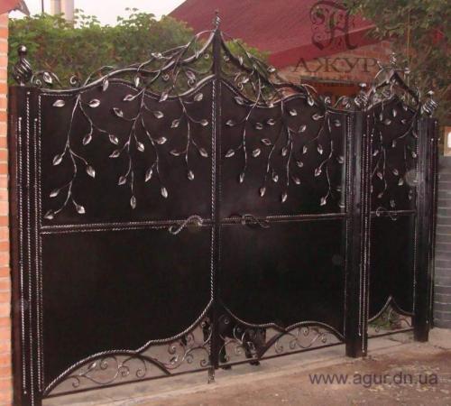 Предлагаем Вам кованые изделия: беседки;ворота:решет ки;кованые заборы;кованые ограды;перила; мебель и другое.
