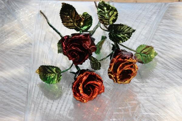"""Прекрасные цветы ручной ковки от мастерской """"Live Metall""""."""