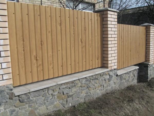 Профнастил на забор. Покрытие Printech, цвет:золотой дуб,дерево,рваный камень. Толщина 0,45мм.