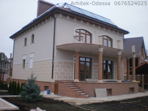 Производим фасадный лепной декор из пенопласта с защитным покрытием для декорирования фасада Вашего здания.