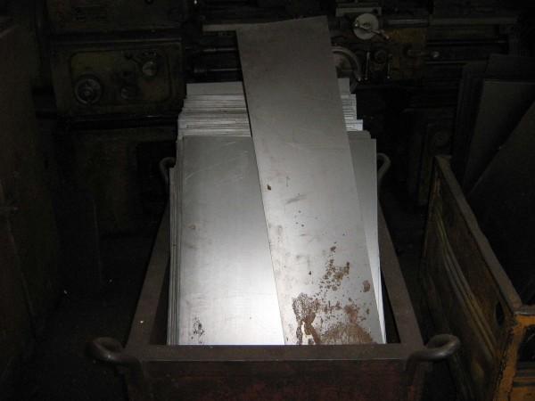 Производим закупку деловых отходов из стали: Длина от 500 мм Толщина от0,5мм до8мм Ширина от 100 мм