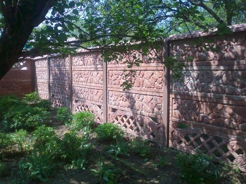 Производство и продажа декоративных бетонных еврозаборов. Выбора цвета, имитация природных пород камней.