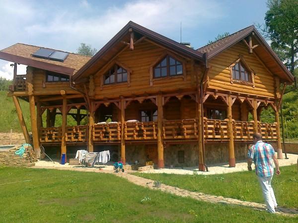 Производство и строительство домов из дикого сруба