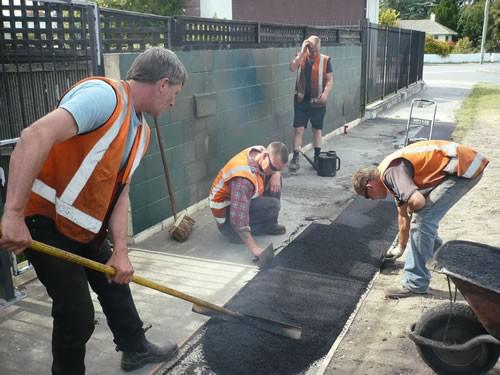 Работы по восстановлению, замене асфальтного покрытия (демонтаж, ямочный ремонт, «лежачие полицейские»).
