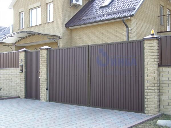 Распашные ворота размером 3,5 х 2м обшитые профлистом. Изготавливаем ворота по вашим размерам. Автоматика для ворот.