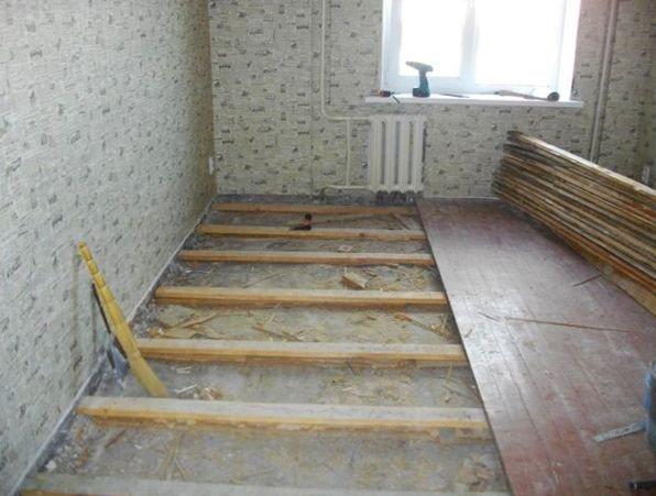 Разборка деревянного пола в квартире