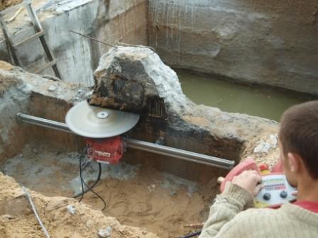 Разборка ж/б конструкций гидравлической установкой, вырезка штрабы, промышленный демонтаж.