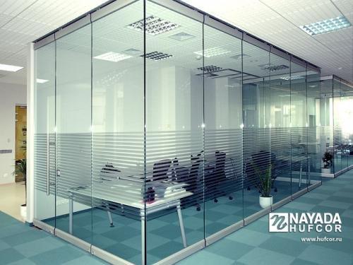 Раздвижные (трансформируемые) стеклянные перегородки Nayada-Glasswall. Изготовление и монтаж.