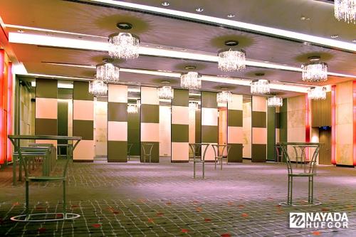Раздвижные (трансформируемые) звукоизоляционные перегородки Nayada-Hufcor. Изготовление и монтаж.
