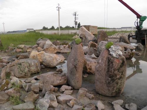 Разработка грунта с камнем и мусором вручную
