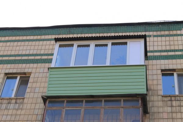 Ремонт балкона под ключ в хрущевке с крышей