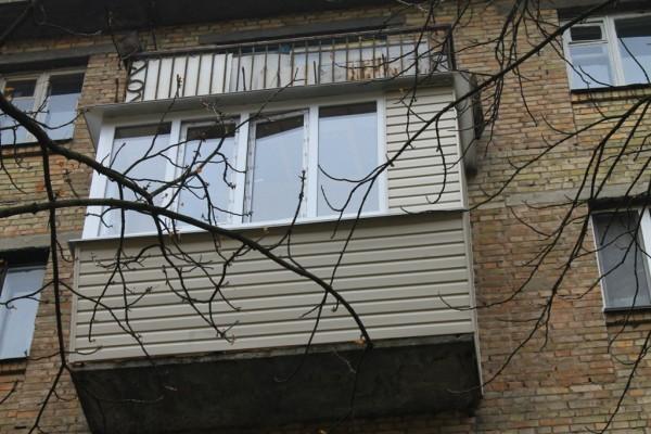 Ремонт балкона под ключ в кирпичной хрущевке