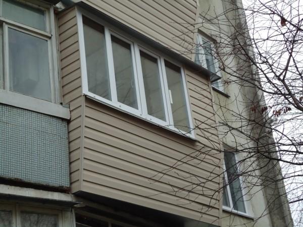 Ремонт балкона с крышей