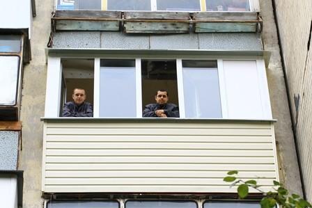 Ремонт балконов в хрущевке фото