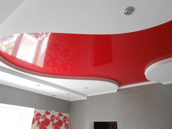 Ремонт кухни с использованием сухих смесей, флизелиновых обоев, ГКЛ и натяжного потолка.