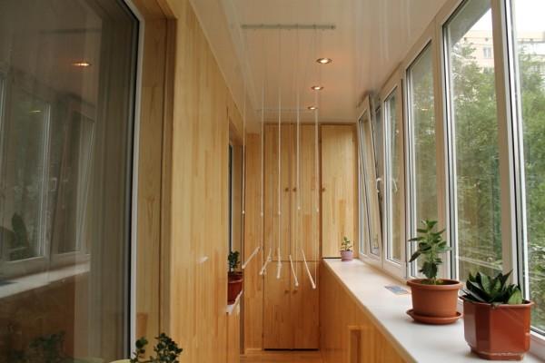 Сколько стоит застеклить балкон 3 метра пластиком.