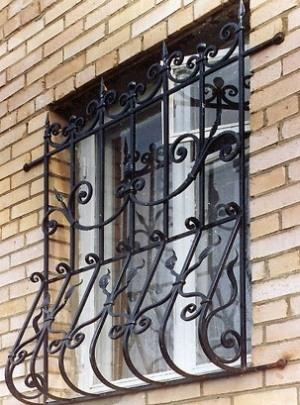 Решетки металлические, кованные на окна, балконы. Решётчатые двери.