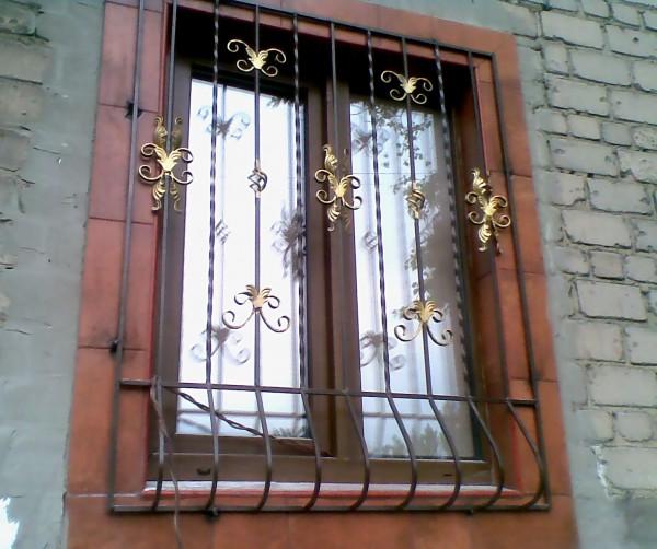 Решетки металлические (стационарные и распашные)