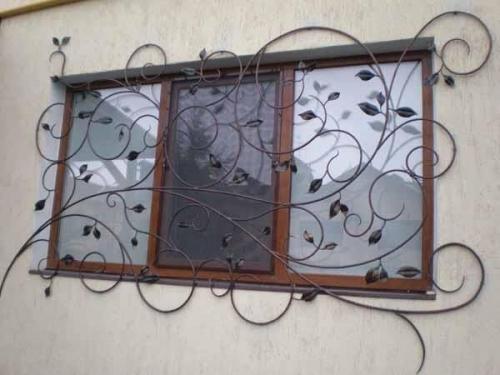 Решетки на окна, кованые, сварные с элементами ковки.