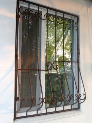 Решетки на окна кованые. При заказе от 6м2 установка бесплатно.