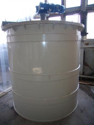 Резервуар из полимерных материалов, объем 3 м3.