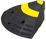 резиновий зїзд з бардюра пандус(боковий елемент)L300хH150хW3 50 товщ.150мм. вага 6кг.