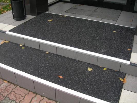 Резиновое покрытие на ступени чёрного цвета 7 мм