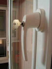 Ручка - антидетка с замочком для безопасного открытия ребенком окна или двери
