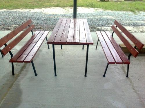 Садовая мебель. Лавки садовые, столы. Материал основы - металл, все остальное дерево. Конфигурация любая.