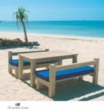 Садовые скамейки из натурального тика и искусственного ротанга с подушками из влагостойкой ткани.