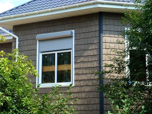 Сайдинг из Канады. Имитирует колотую щепу. Сертификат соответствия. Облицовка и утепление домов.