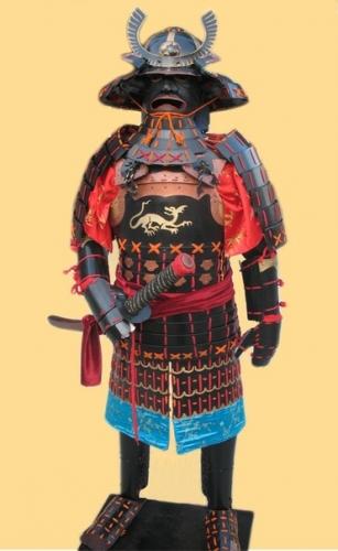 Самурайский доспех ОЕрои, 17 век. Вес около 27 кг. Высота 170см на деревянном каркасе. Толщина стали 1,5-2мм.