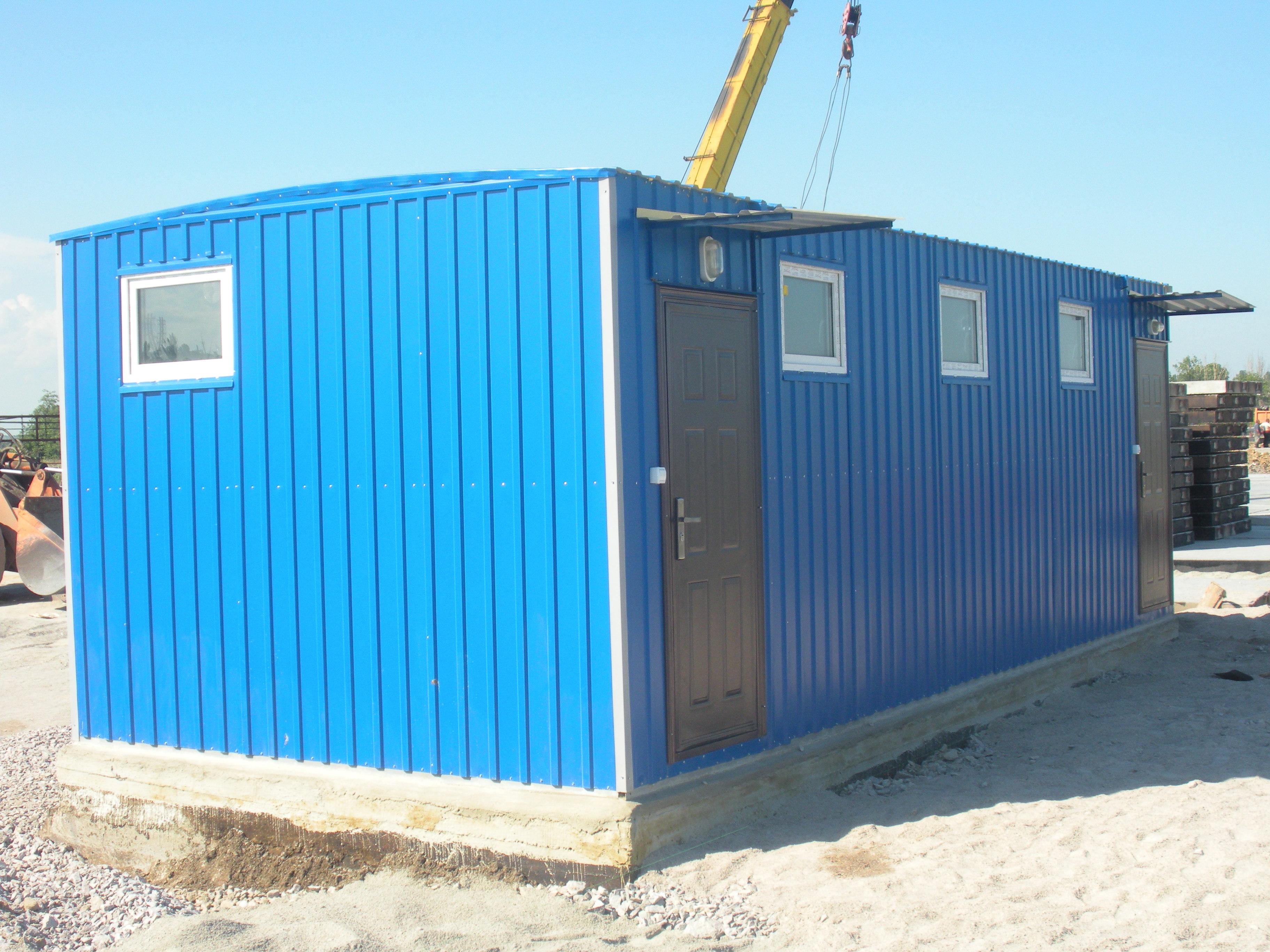 санитарный блок 6х2.4 с душевыми кабинами и санузлами