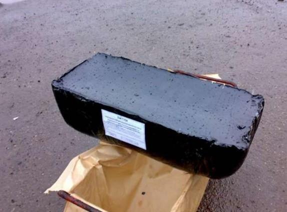 Битум строительный БН 90/10-универсальный, недорогой гидроизоляционный материал.