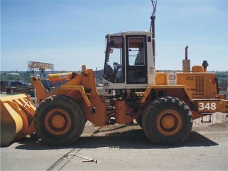 Сдается в аренду погрузчик Амкадор 352 Грузоподъемность - 5 тонн. Номинальная вместимость ковша - 2,8 м3.
