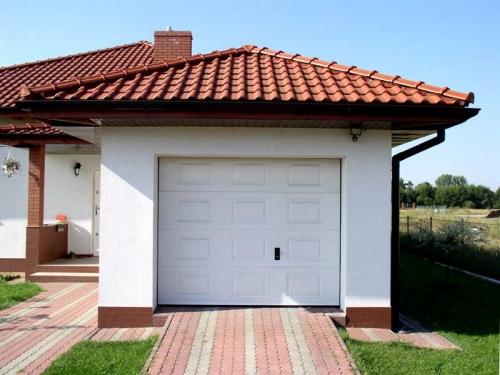 Секционные гаражные ворота автоматические и механические.