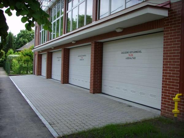 Секционные ворота Linea 4080х2000мм (h) Поверхность: лепка (типа апельсиновой корки). Узор: горизонтальный гофр.
