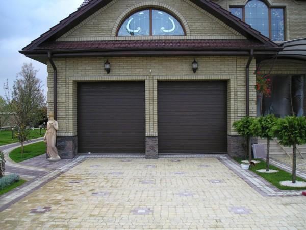 Секционные ворота размером 3 х 2,4м. Устанавливаем ворота по вашим размерам. Автоматика для секционных ворот.