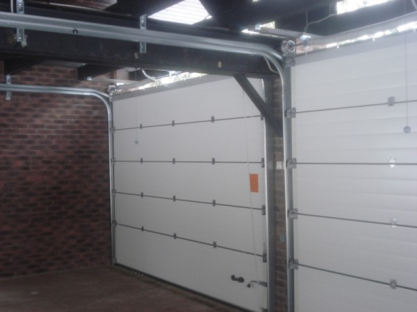 Секционные ворота размером 3 х 2м. Устанавливаем ворота по вашим размерам. Автоматика для секционных ворот.