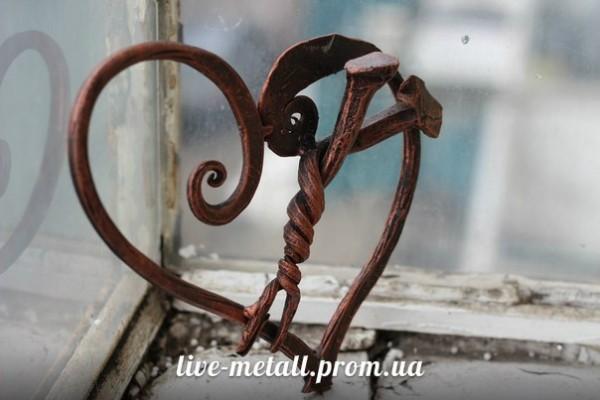 Сердце из металла под заказ в Днепропетровске. Красивые кованые сувениры авторской ручной работы